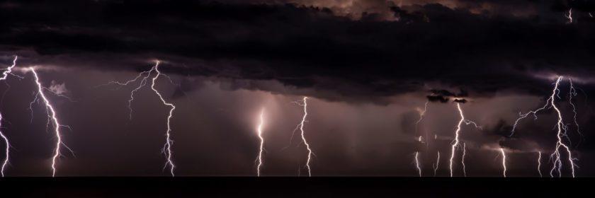 cloud to ground lightning strikes at night