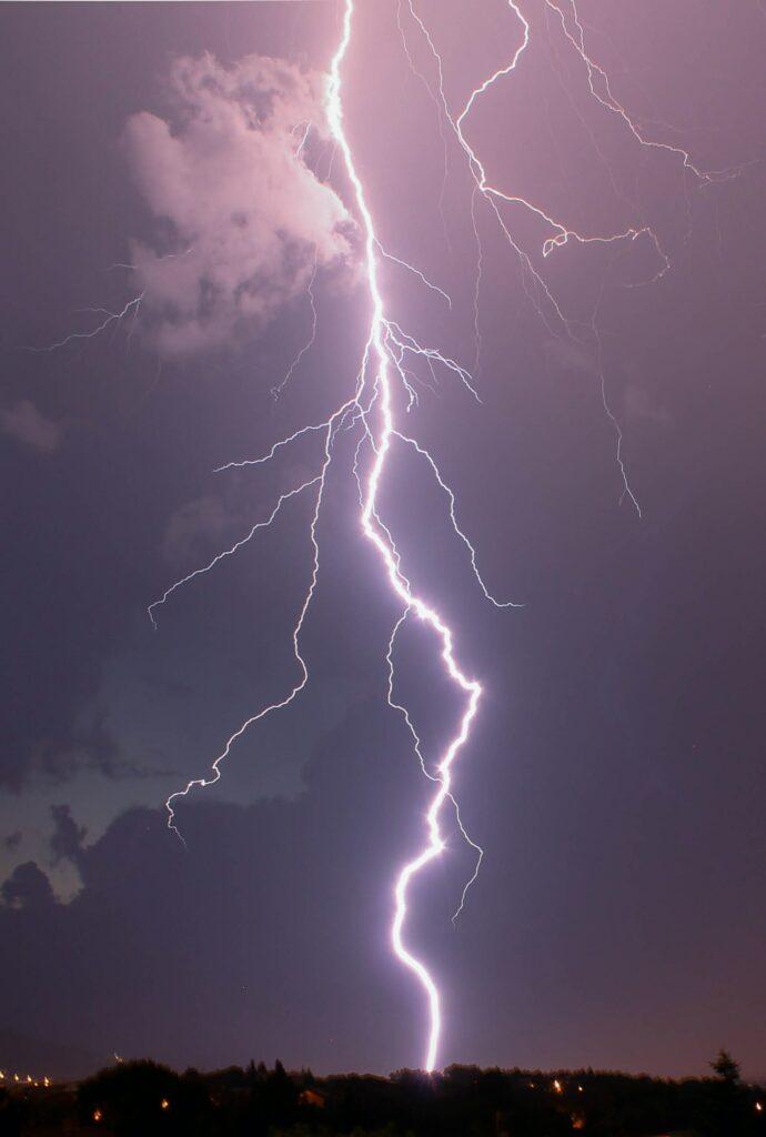 photo of lightning strike